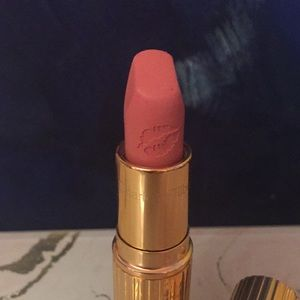 Makeup - Charlotte Tilbury Hotlips lipstick